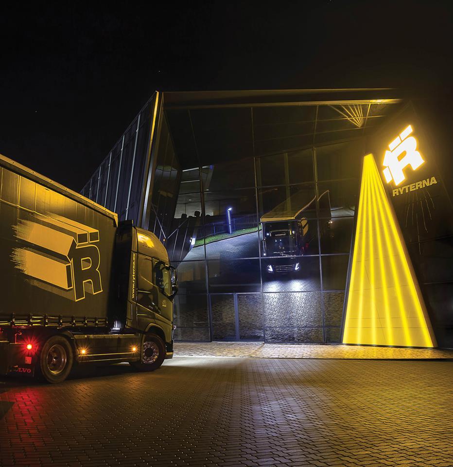 Neues Firmengebäude mit Truck